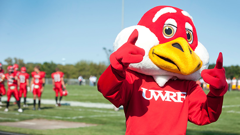 Mascot Freddy Falcon giving a thumb's up