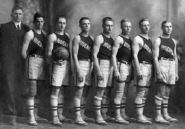 1915 Basketball team, first to play in North Hall