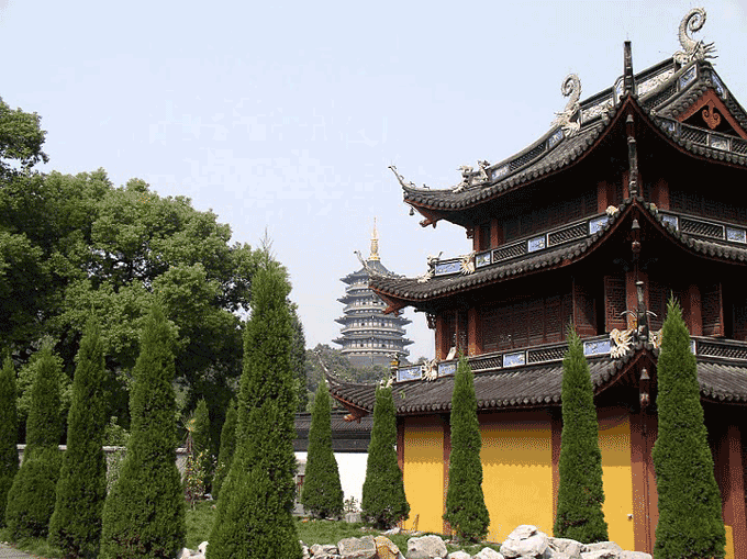 These magnificent temples lie on the banks of Hangzhou's West Lake.