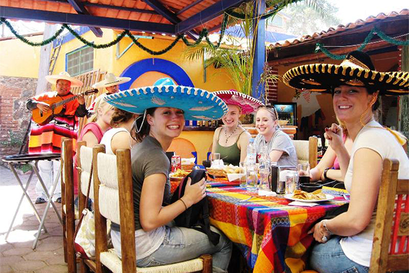 UWRF students embrace the culture of Mexico!