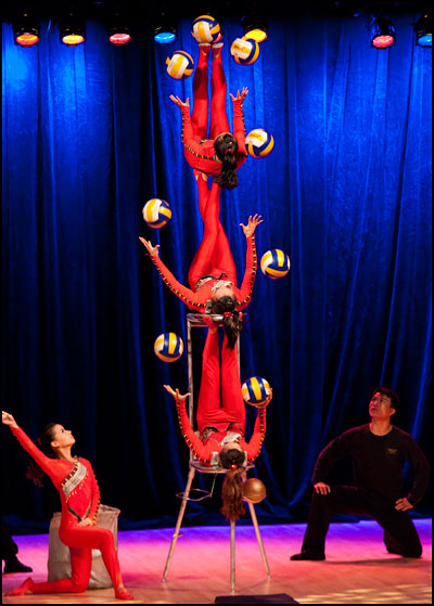 Golden Dragon Acrobats