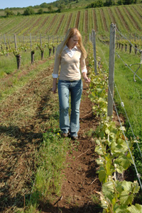 Patty Skinkis in vineyard_verticalweb