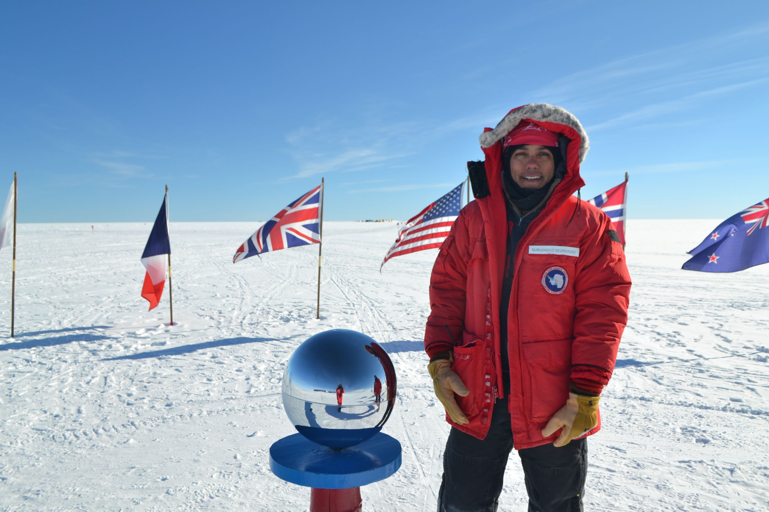 IceCube and Neutron Monitors South Pole SS