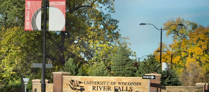 University of Wisconsin River Falls sign on Cascade Ave.