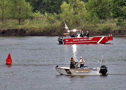 Recovery team on the scene of a Mississippi River drowning